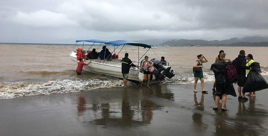 Arribant a la Bahía de Drake en barca