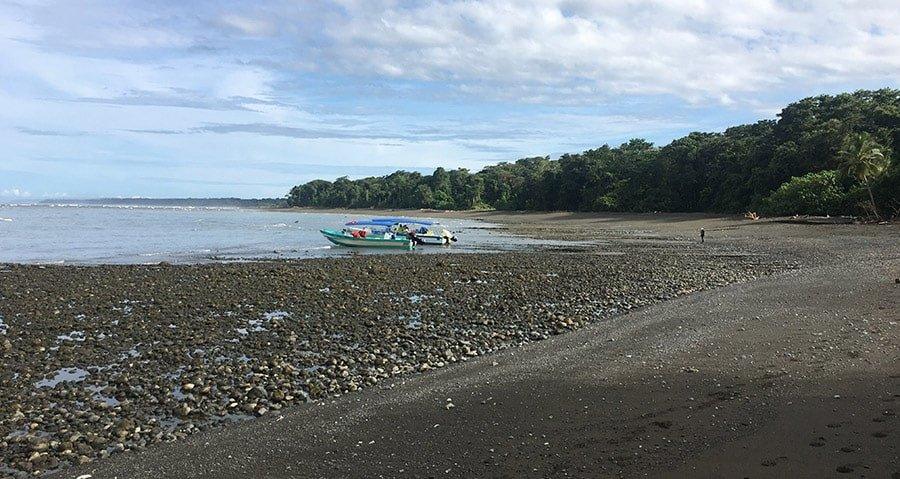 Arribant al Parc Nacional Corcovado en barca