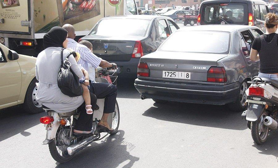 4 persones viatjant en moto