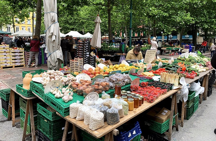 Mercat de fruita i verdura de la Place Carnot, Carcasona