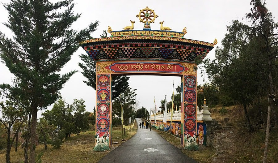 Accés al Centre Budista Dag Shang Kayü de Panillo