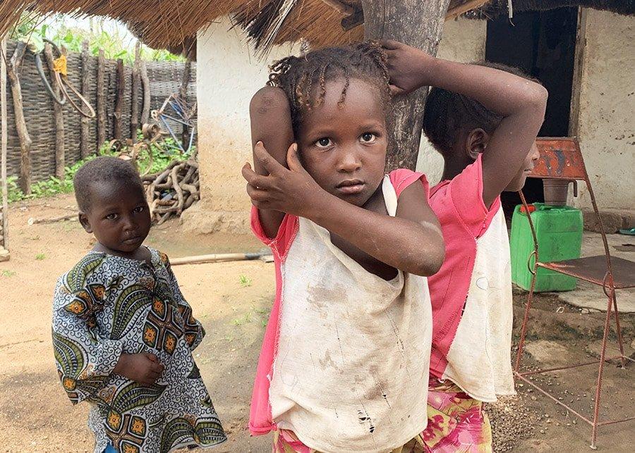 Infants d'un poblat de Kédougou, Senegal