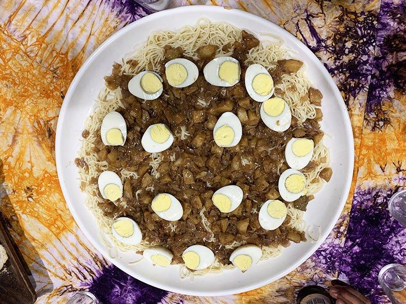 Plat de pasta, patata i ou dur per compartir