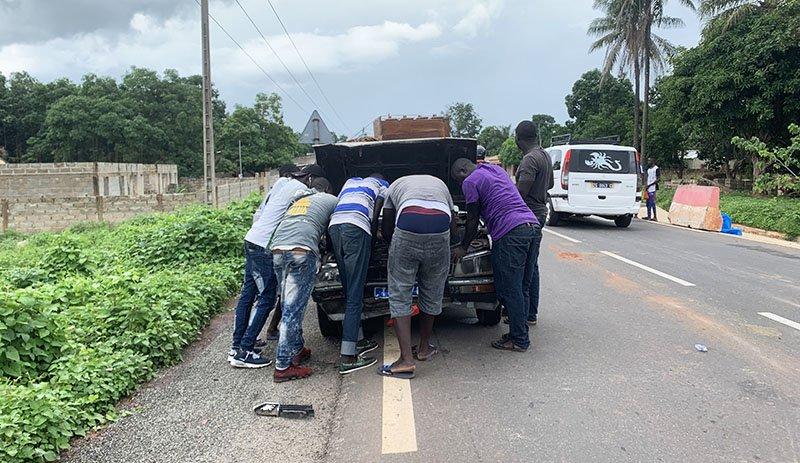 Intentant reparar el vehicle setplaces malmès en accident