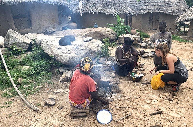 Visitant poblats de l'ètnia Bédik