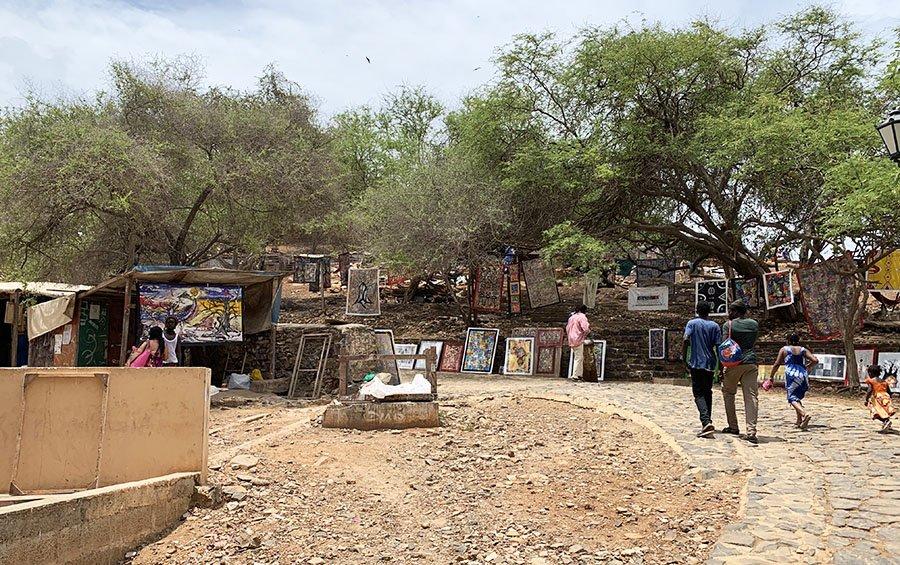 Venedors d'artesanies i obres d'art a l'illa de Gorée